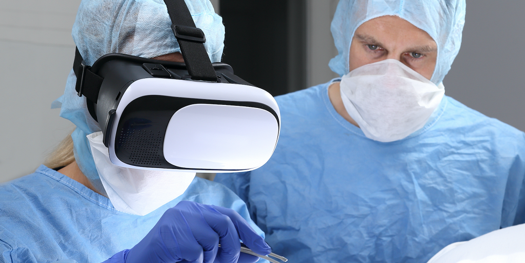 Medical practitioner training using a virtual reality headset